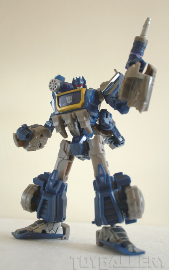 Soundwave bot mode full shot