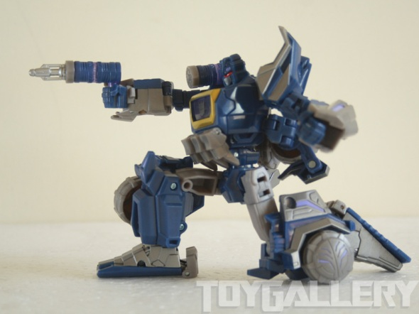 Soundwave bot mode - kneeling