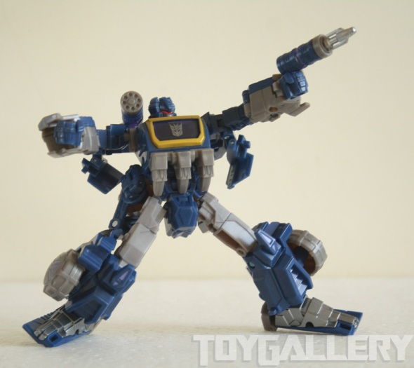 Soundwave bot action pose 1