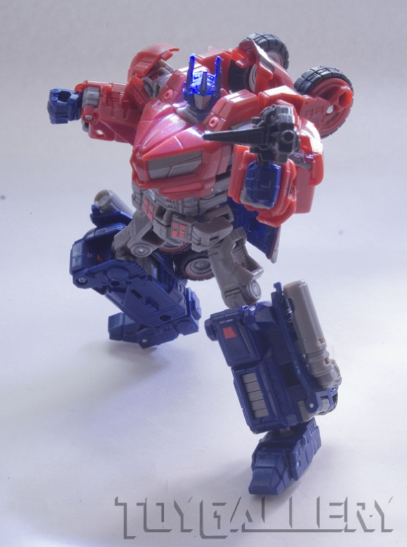 Deluxe WFC Cybertronian Optimus Prime