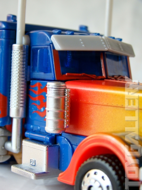 Optimus Prime Battle Blade Voyage Class TRUCK MODE