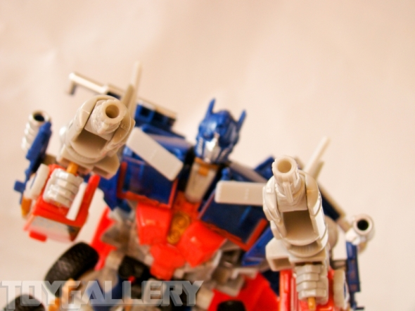 Optimus Prime Battle Blade Voyager Class ROBOT MODE (1)