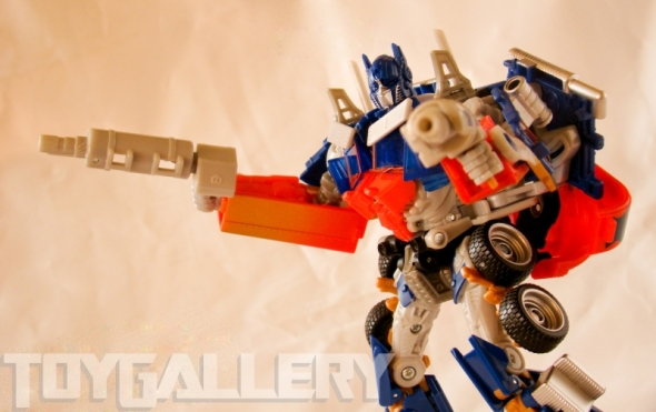 Optimus Prime Battle Blade Voyager Class ROBOT MODE (3)