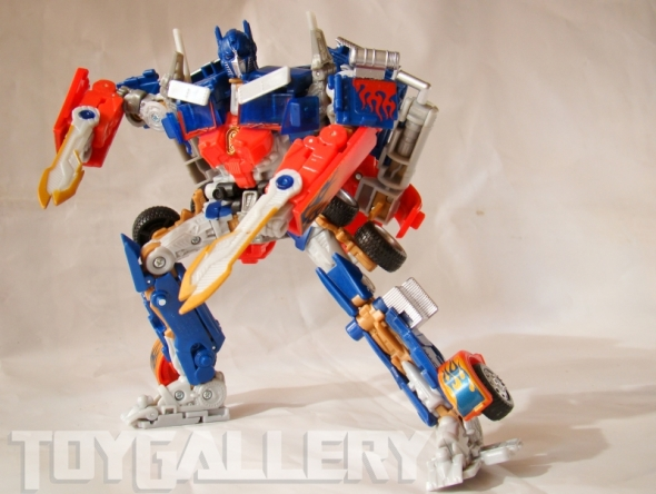 Optimus Prime Battle Blade Voyager Class ROBOT MODE (4)