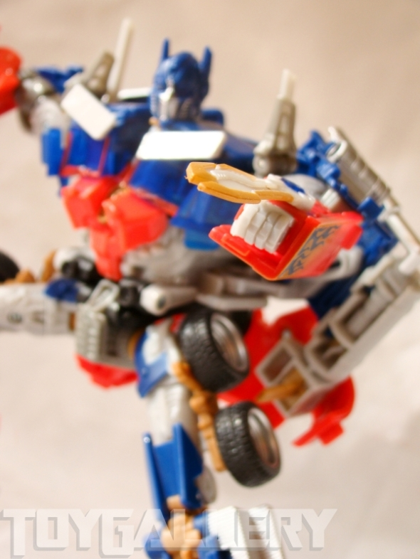 Optimus Prime Battle Blade Voyager Class ROBOT MODE (5)