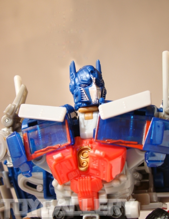 Optimus Prime Battle Blade Voyager Class ROBOT MODE (6)