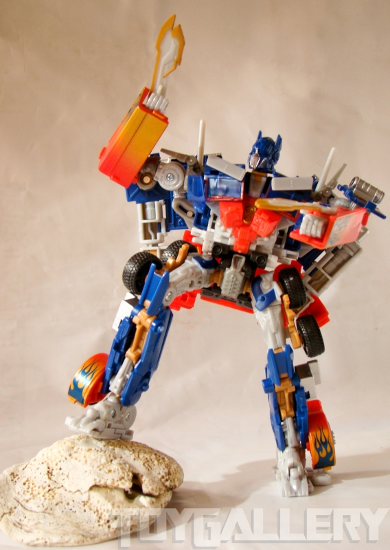 Optimus Prime Battle Blade Voyager Class ROBOT MODE (7)