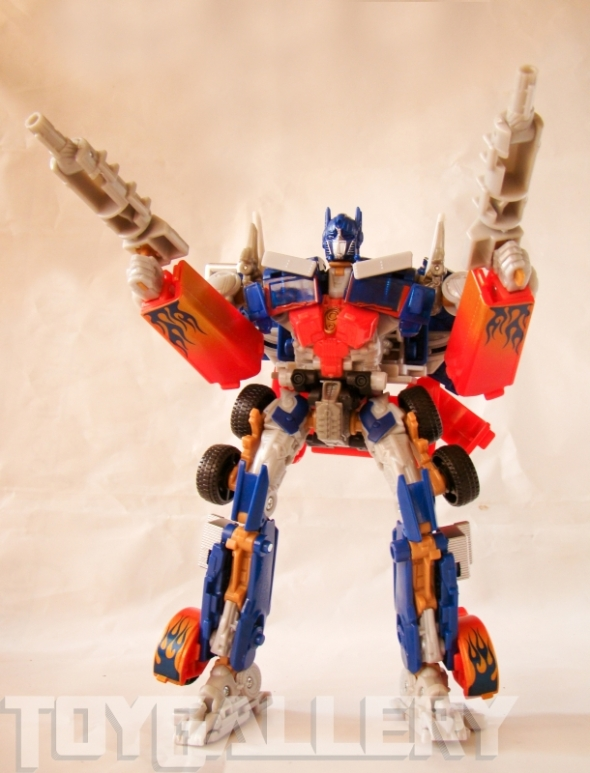 Optimus Prime Battle Blade Voyager Class ROBOT MODE